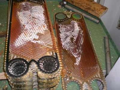 verkalkte Wärmetauscherplatten